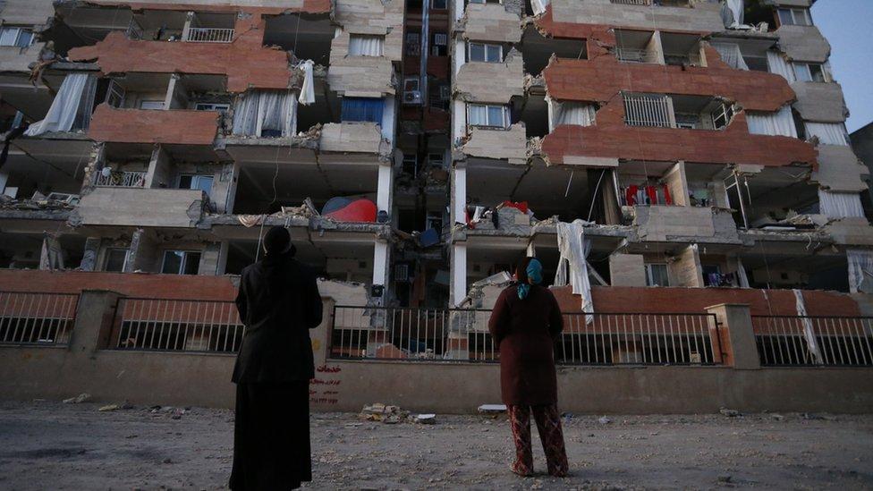 ایران عراق زلزلہ: 'بلڈنگ ہوا میں جھولنے لگی'