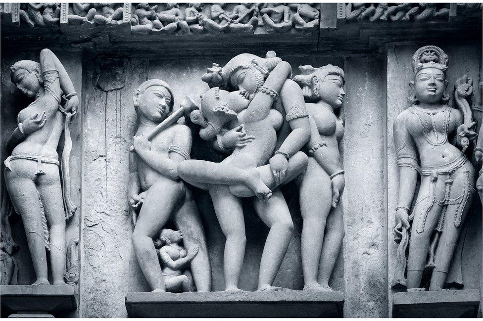 Esculturas eróticas en los templos de Khahurajo, en India.