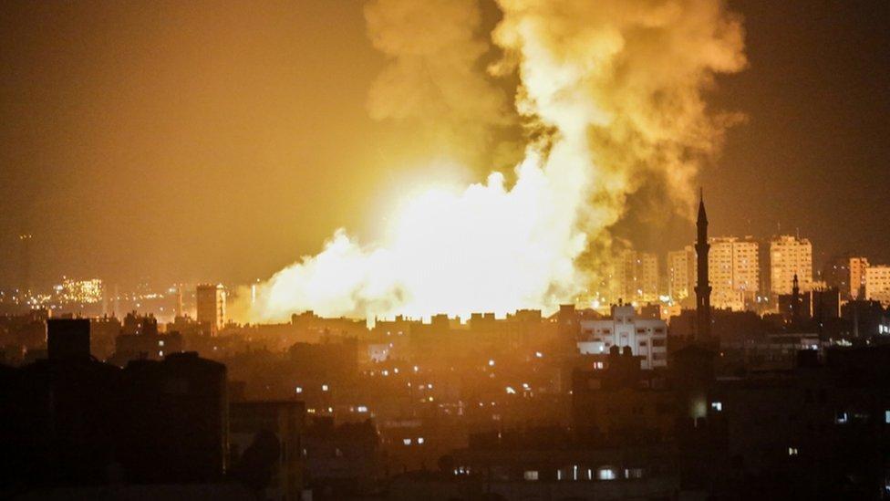 Israeli air strikes 'kill pregnant woman and baby'