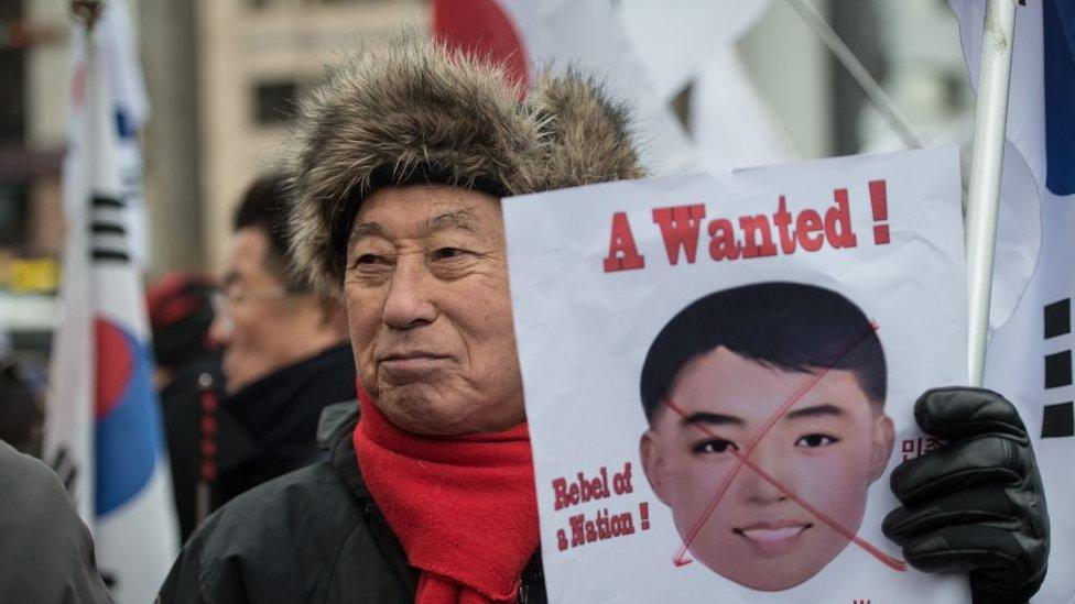 Grupos conservadores en Corea del Sur han protestado por las máscaras.