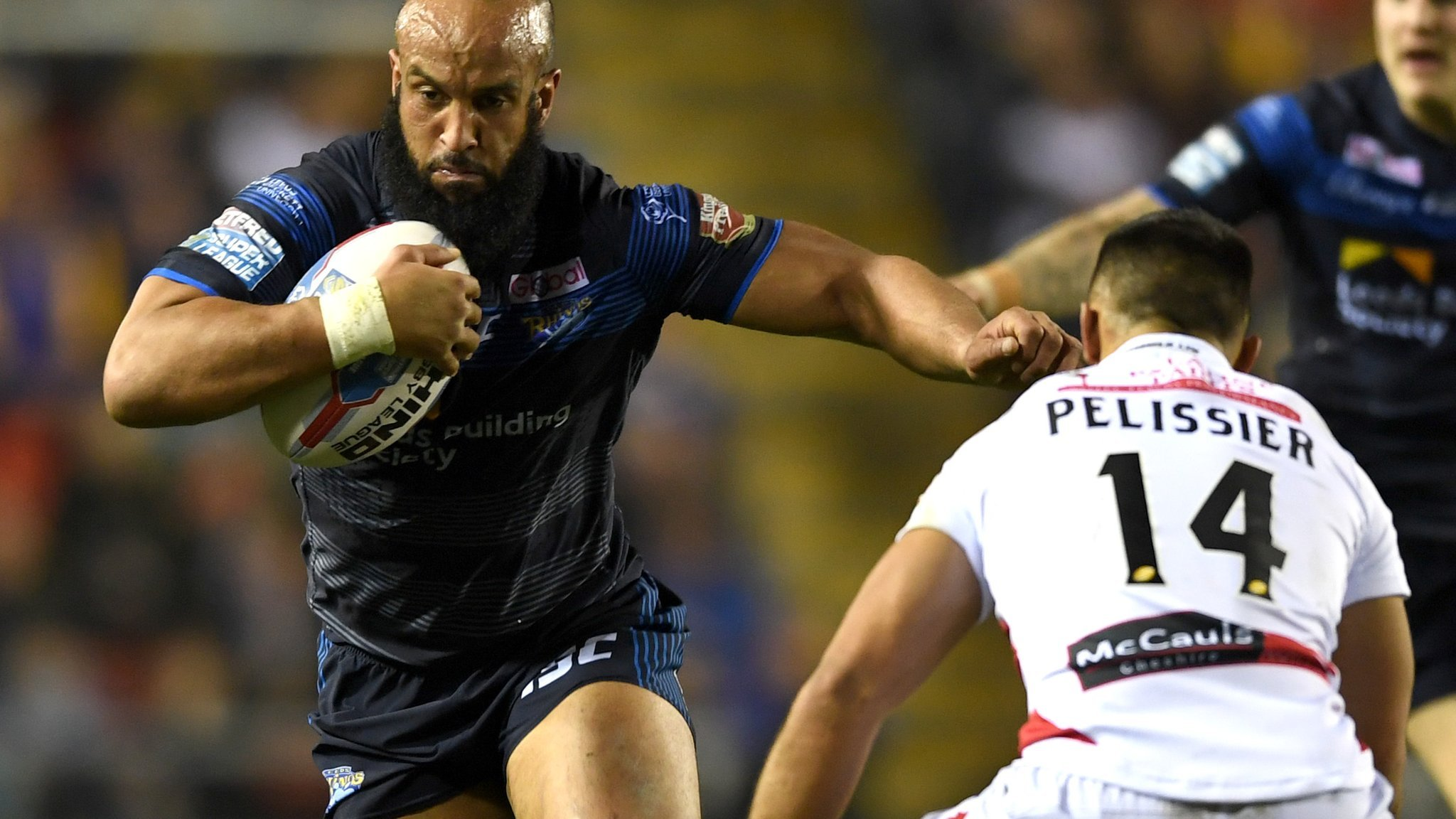 Castleford beat Leeds to go seven points clear