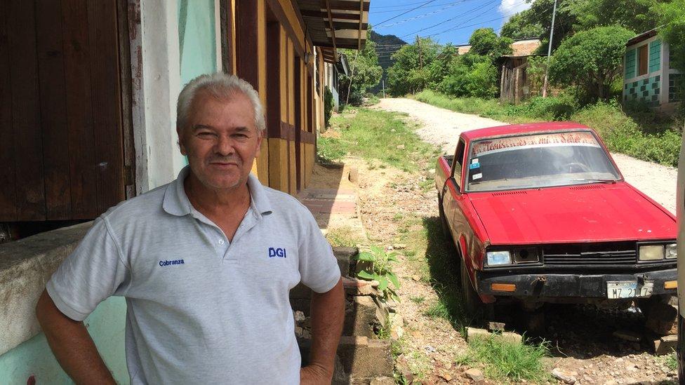 Pablo Aráuz frente a su casa en Somoto.