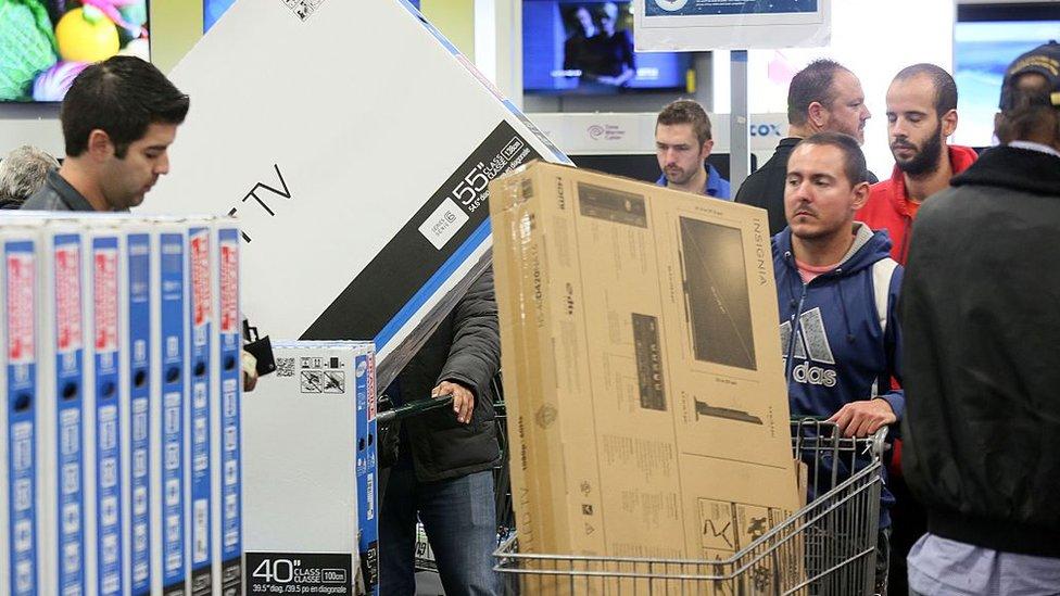 Muchos esperan hasta este día para realizar compras grandes, como la de electrodomésticos. (Foto: Getty/Sandy Huffaker)