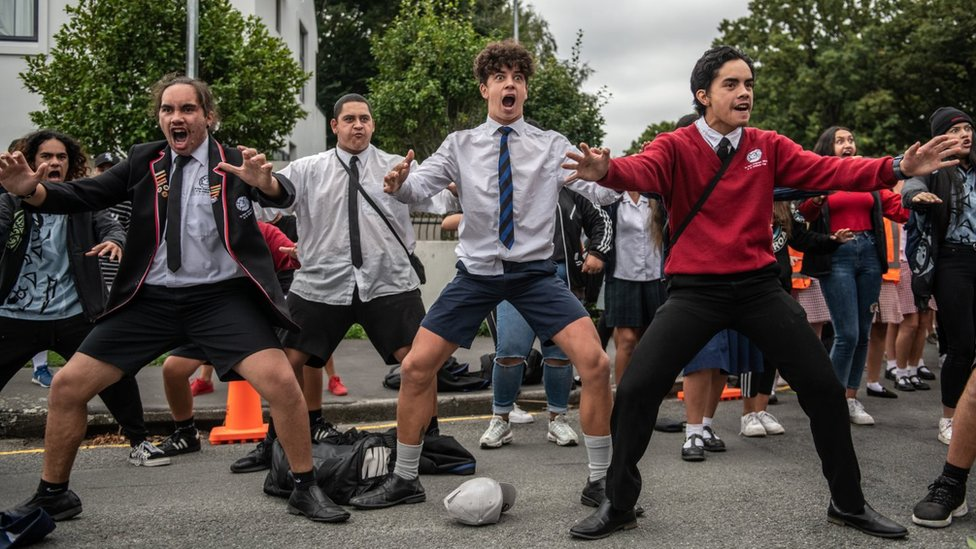 Christchurch shootings: How Maori haka unify New Zealand in mourning