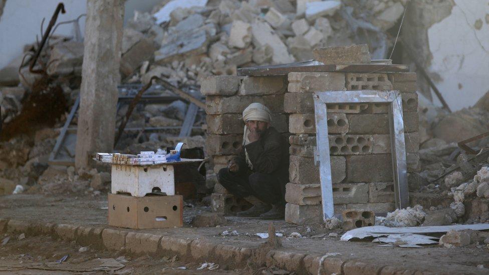 سوري يترقب