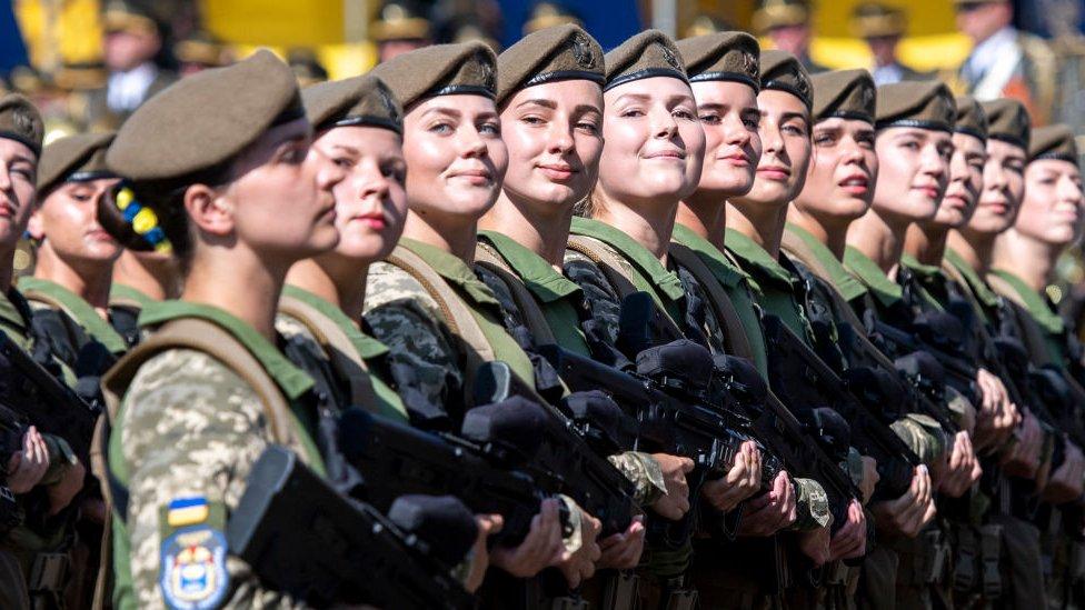 З 2019 року зарплата військових зросте на 30% - BBC News Україна