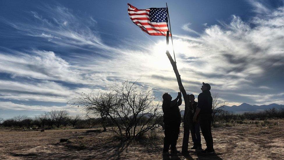 Trump hoãn ngân sách xây tường biên giới