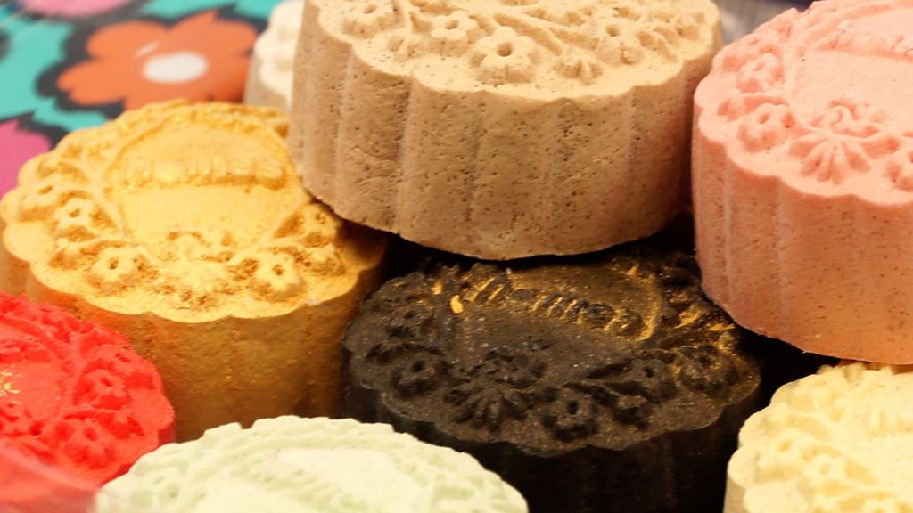 Mid-Autumn mooncakes: Tasty treats and fancy packaging