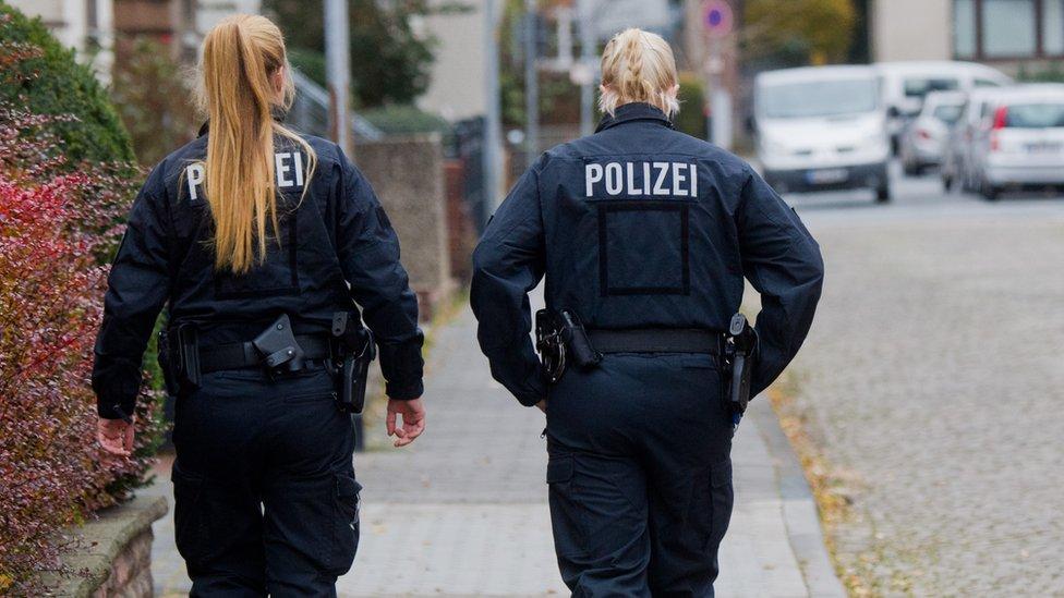 صورة شرطية وشرطي في ألمانيا
