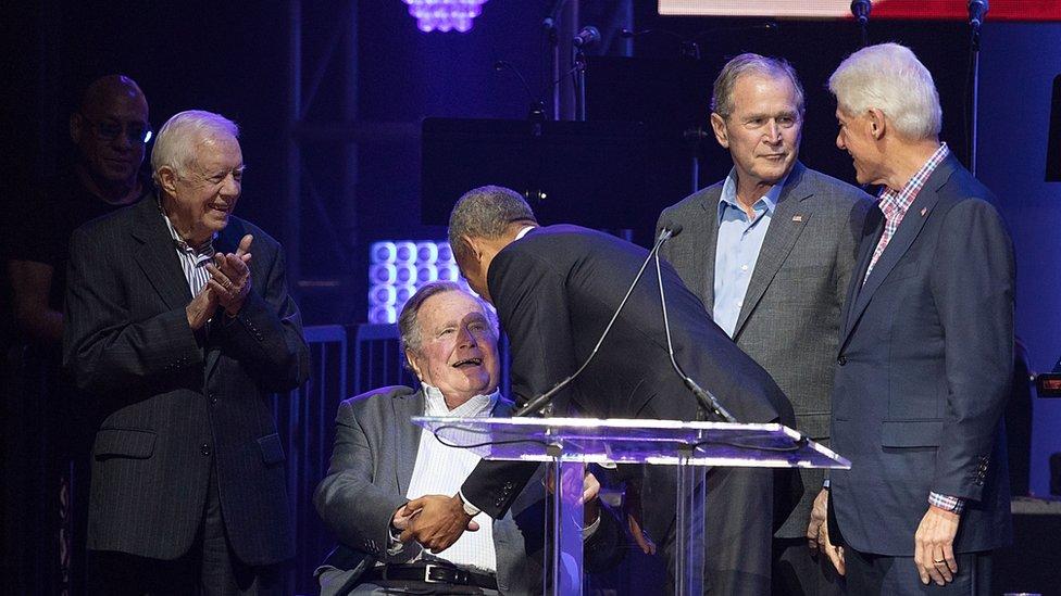 Jimmy Carter, George H.W. Bush, Barack Obama, George W. Bush, y Bill Clinton