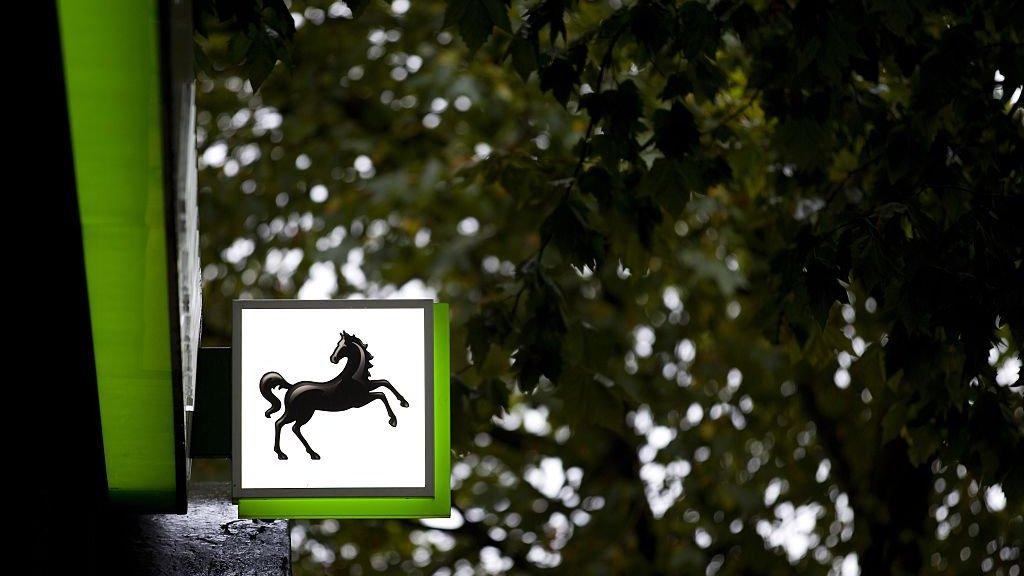 Lloyds cuts a further 3,000 jobs and doubles branch closure plan