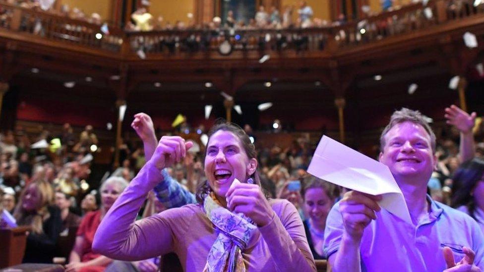 La entrega de los IG Nobel es esperada con entusiasmo cada año en la Universidad de Harvard.