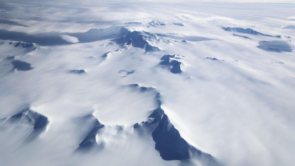 Ir a la Antártida en avión es la excepción, no la regla.