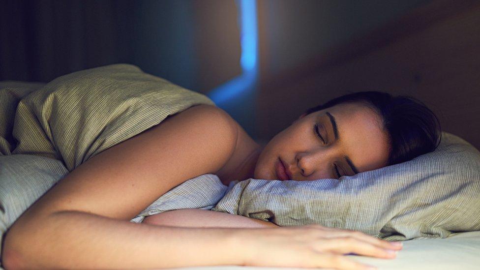 Es importante tratar de dormir el mismo número de horas todas las noches.