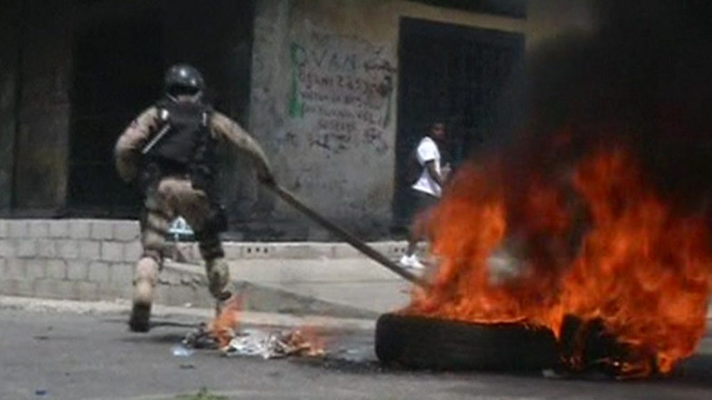 Haiti protests: Violent clashes in Port-au-Prince
