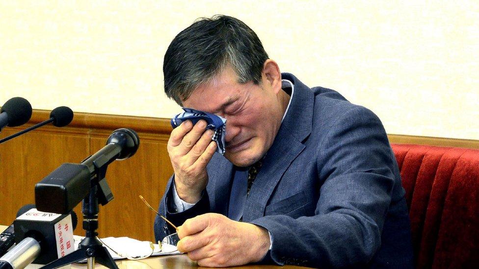 Kim Dong-chul en una conferencia de prensa en Pyongyang, en una foto publicada por KCNA el 25 de marzo 2016.