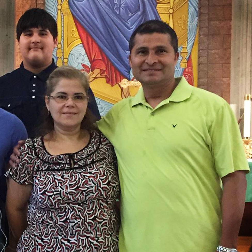 Alcides Moreno con su esposa