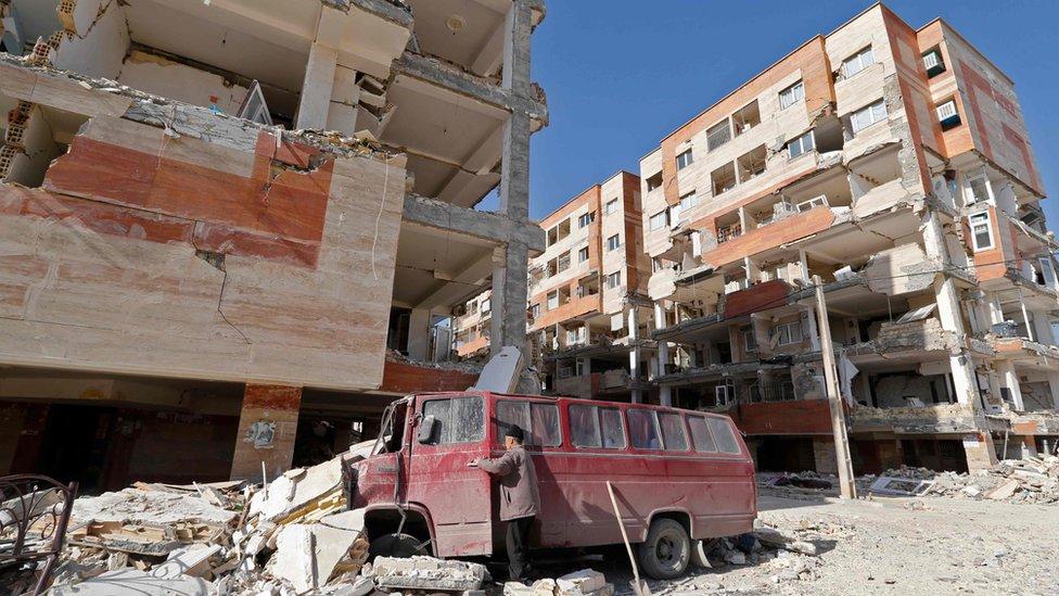 أمر الرئيس الإيراني حسن روحاني بالتحقيق في أسباب تضرر المنازل التي بنتها الحكومة في منطقة سربيل ذهاب مقارنة بالمنازل الخاص