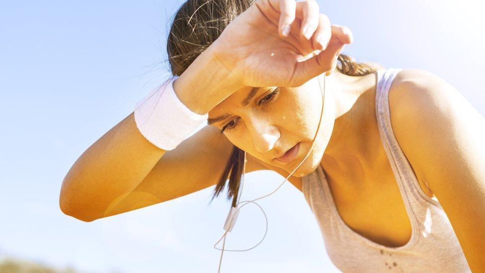 Mujer haciendo ejercicios.