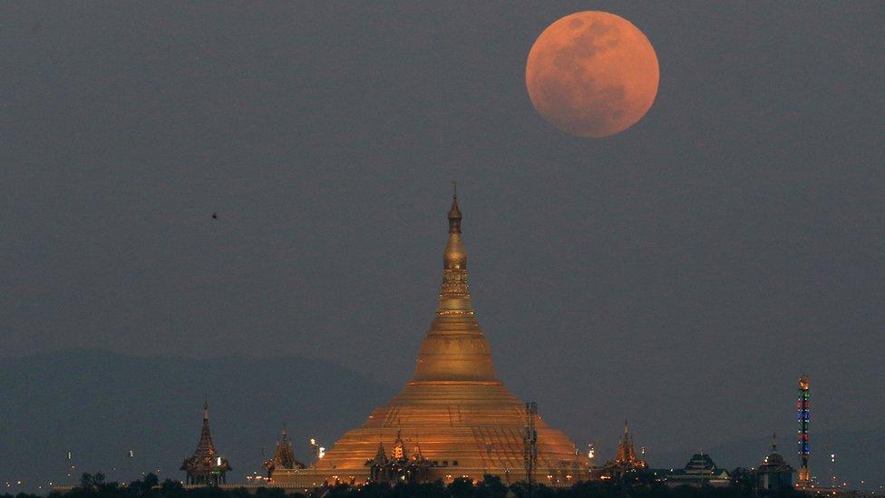 شوهد قمة الدم الأزرق العملاق في مناطق في ميانمار