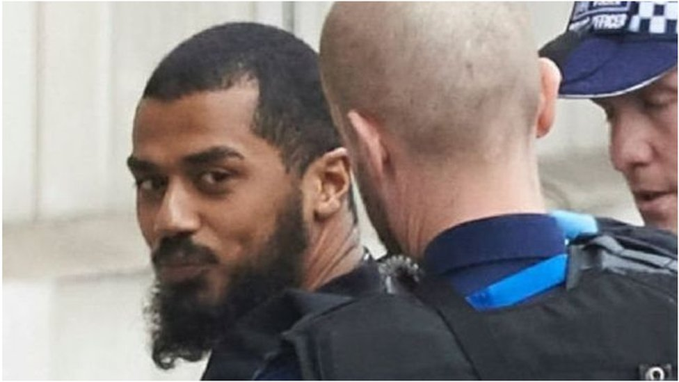 رجال الشرطة لحظة اعتقال المشتبه به في وسط لندن