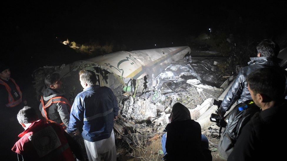 Máy bay rơi ở Pakistan: Toàn bộ tử nạn