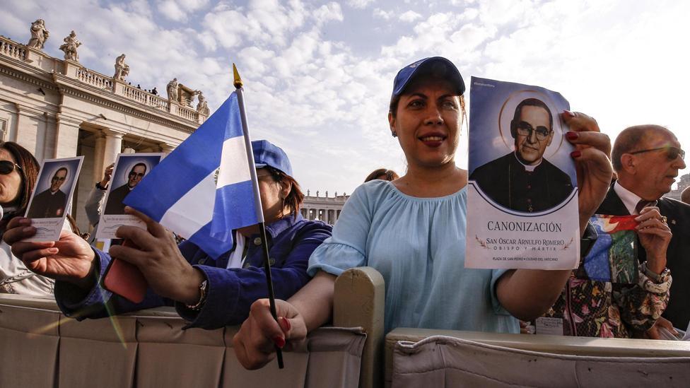 """Por qué el Vaticano llegó a ver como un """"peligro"""" a monseñor Romero (a ..."""