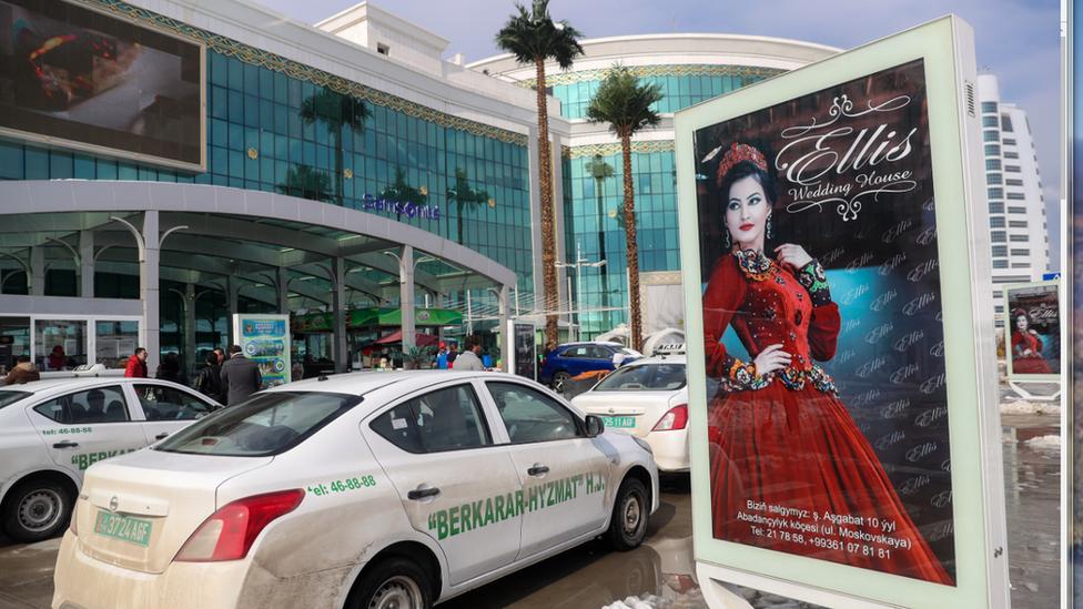 Turkmen police stop women drivers