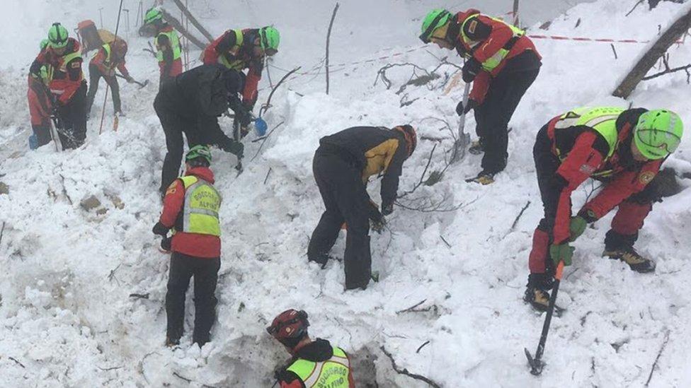 Менеджер італійського готелю надіслав сигнал тривоги перед лавиною