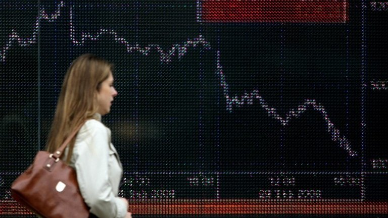 Stock markets fall amid trade fears