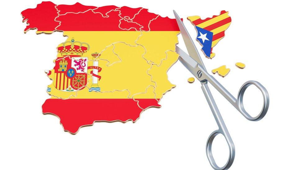 Mapa de España cortando a Cataluña, cada no con sus banderas