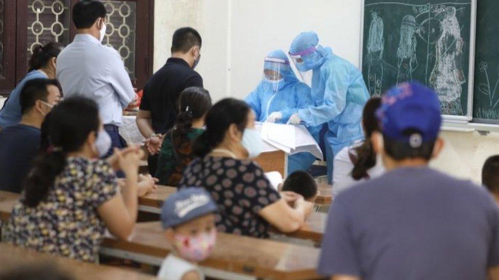 """VN: Covid-19 tái bùng phát, nói đỉnh dịch ở đâu """"còn sớm"""" - BBC News Tiếng  Việt"""