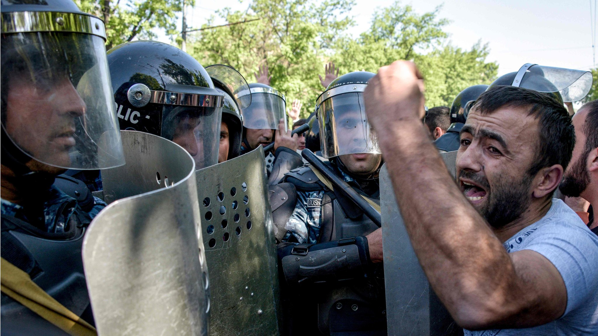 Armenian leaders face crunch talks after protests | BBC