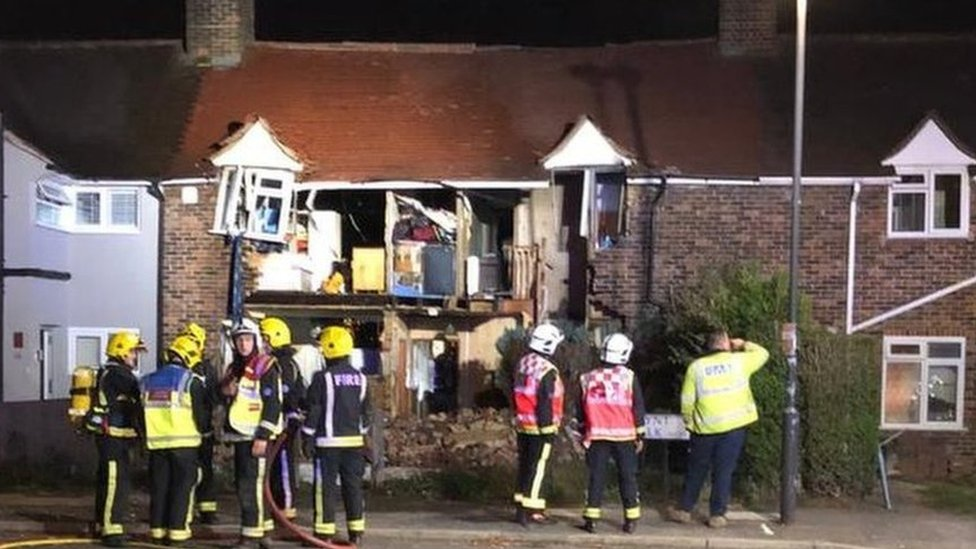 Wimbledon gas explosion: Two hurt as front of house blown off | BBC