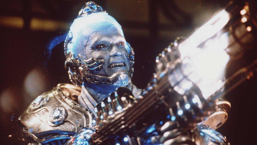 Mr. Freeze interpretado por Arnold Schwarzenegger.