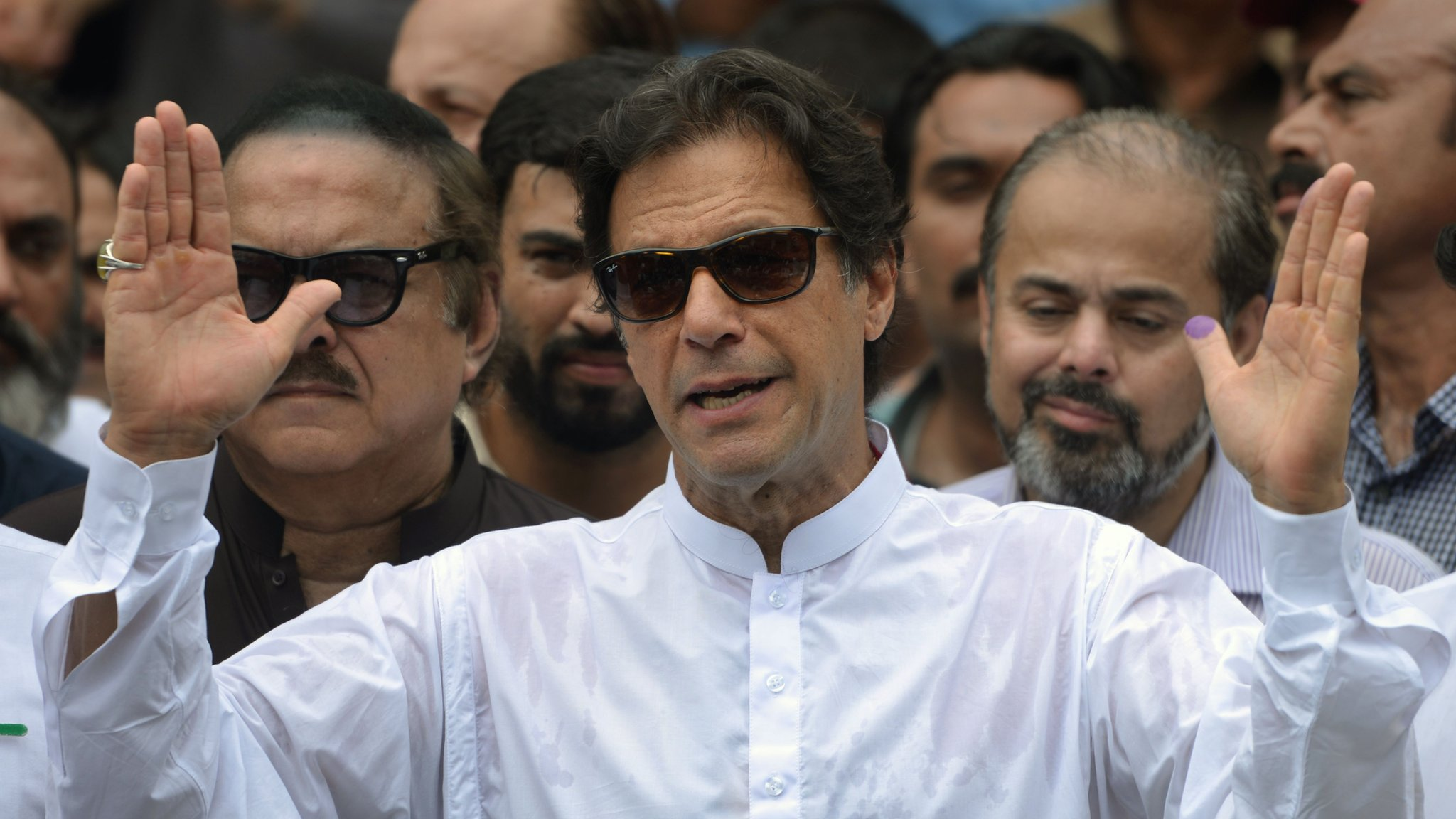 Imran Khan to be confirmed as Pakistan prime minister   BBC