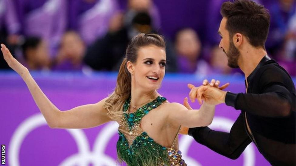 سرمائی اولمپکس: جب فرانسیسی سکیٹر کا لباس کھل گیا