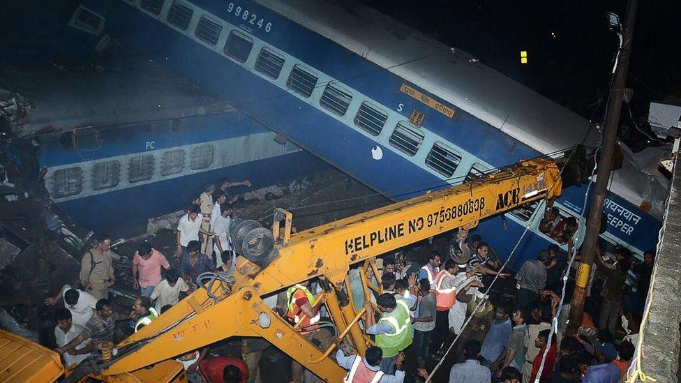 Авария поезда в Индии: 23 погибших