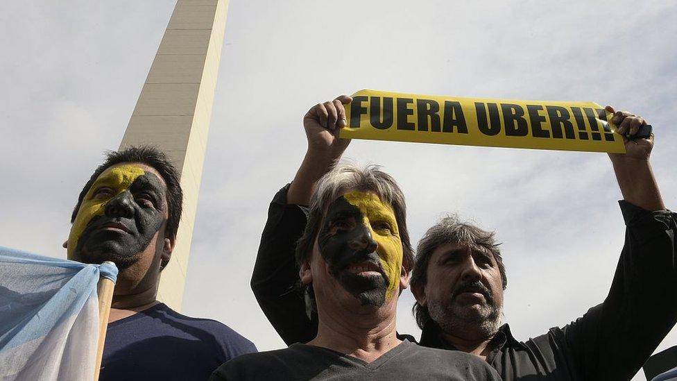 taxistas protestando conta Uber