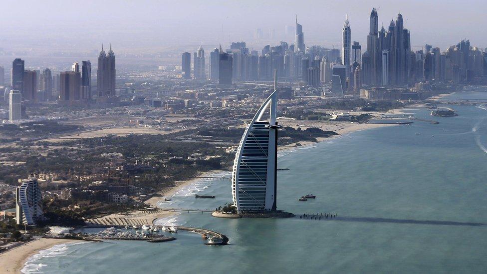 د اماراتو 'زرین کارت': زرګونو پانګوالو ته د دایمې اقامې ورکړه
