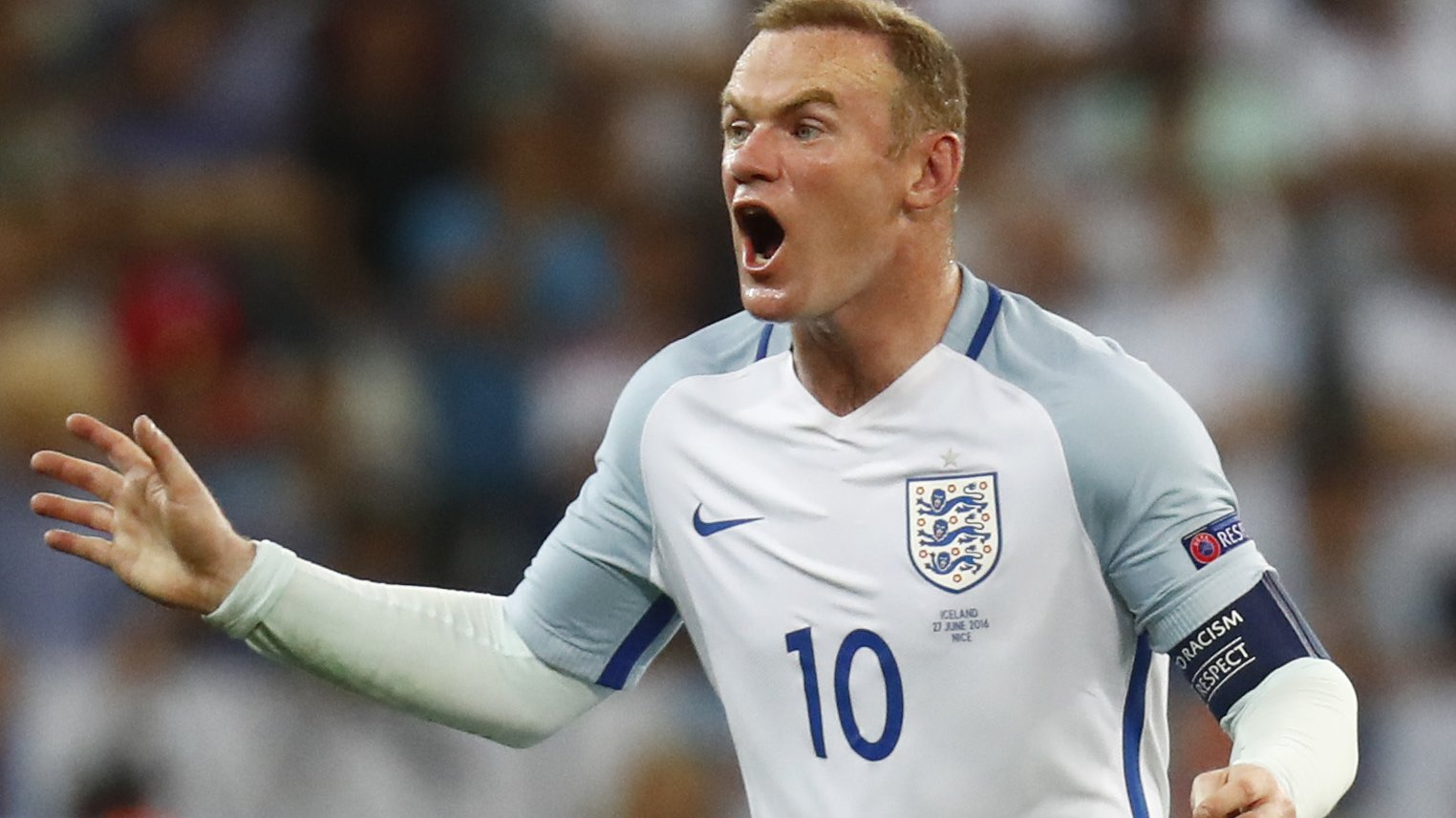 Allardyce sticks with Rooney as England captain