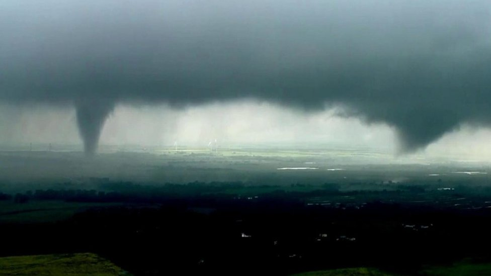 'Twin tornadoes' spotted in Oklahoma