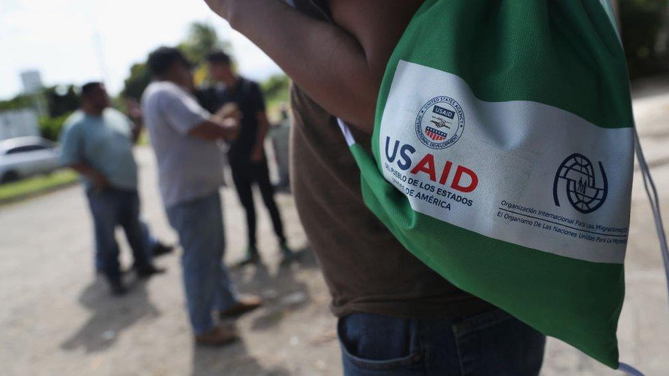Bolsa con el logo de USAID en Honduras