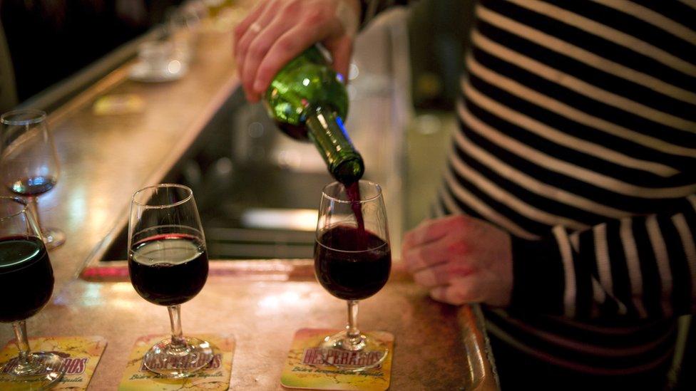 El vino es parte importante de la dieta francesa. Especialmente los viernes.
