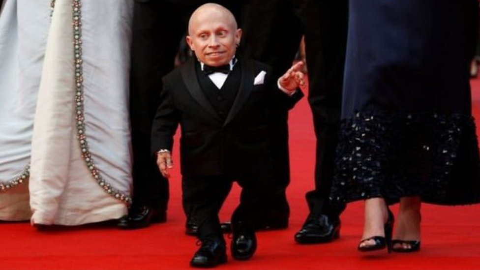 Verne Troyer: Austin Powers star's film and TV moments | BBC