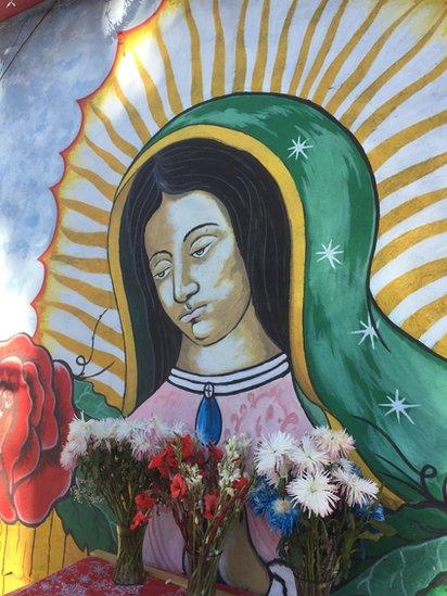 Imagen de la Virgen en mercado de Boyle Heights, Los Ángeles (Foto: Beatriz Díez)