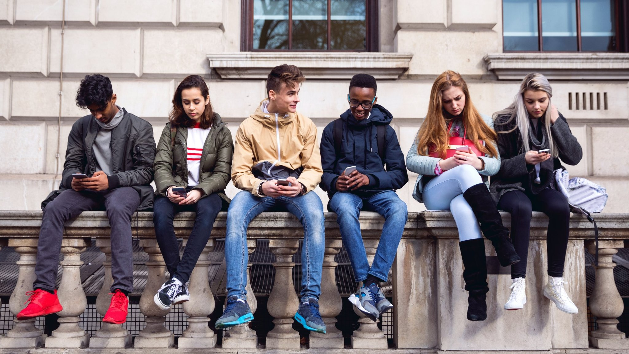 Under-18s face 'like' and 'streaks' limits on social media