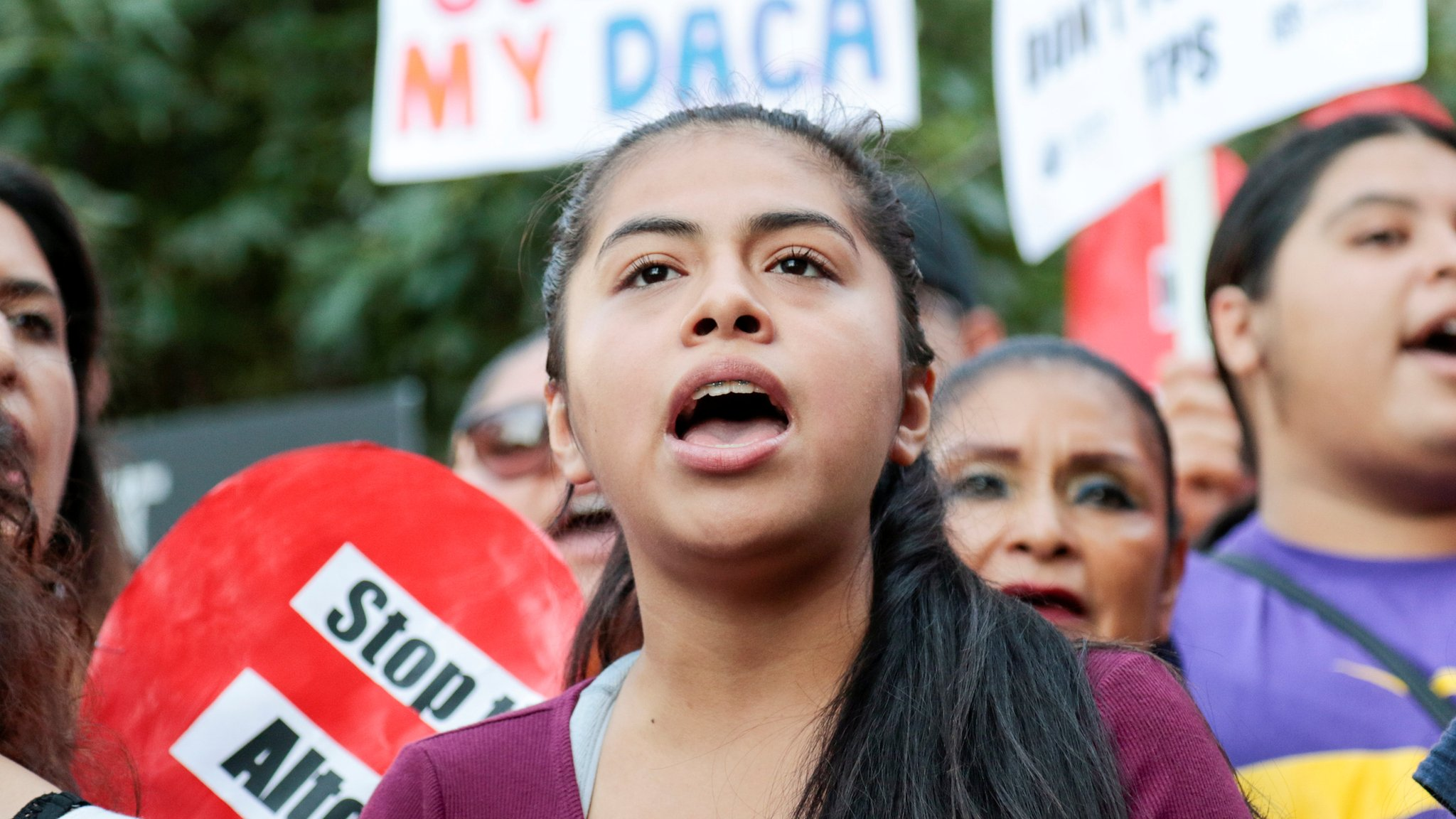 Daca: Trump 'to scrap' amnesty for young immigrants