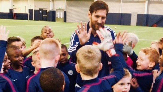 Lionel Messi and Sergio Aguero surprise Manchester City academy players