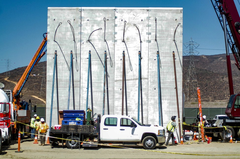 نموذج أولي للجدار ظهر بالقرب من مدينة سان دييغو